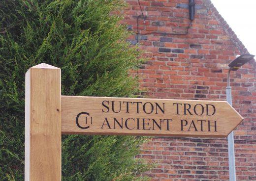 Wayfinding Fingerpost marking Sutton trod