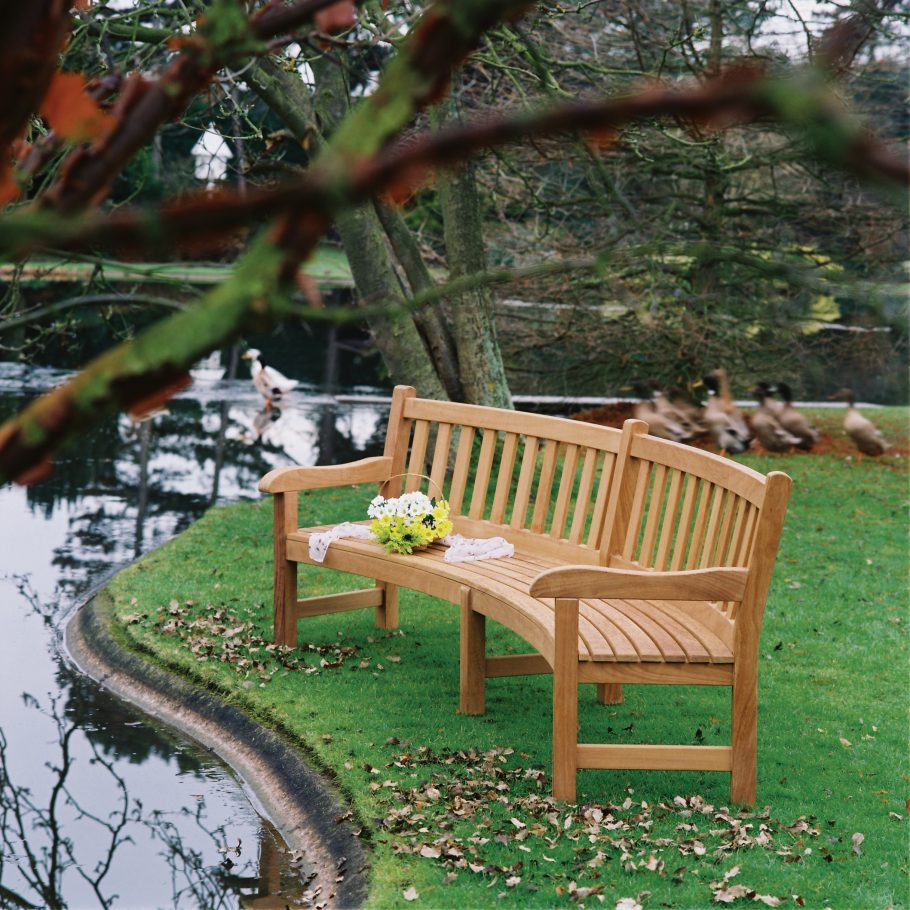 Memorial benches : the perfect gift for a worthy cause