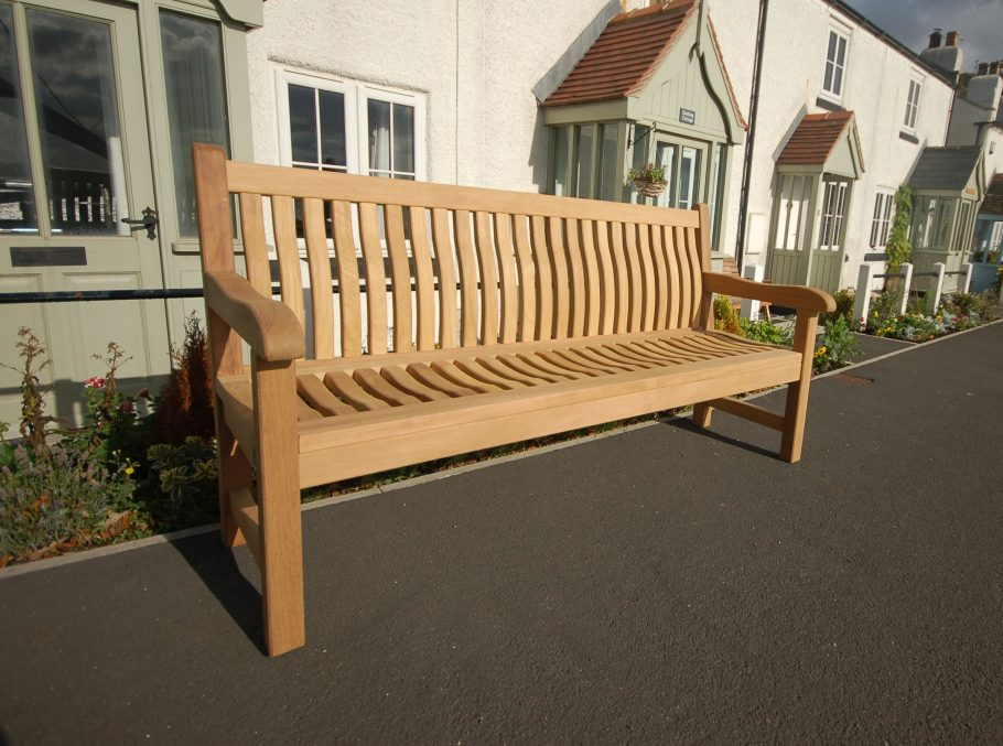 The Scarborough Bench Offers Comfort, Durability and Style