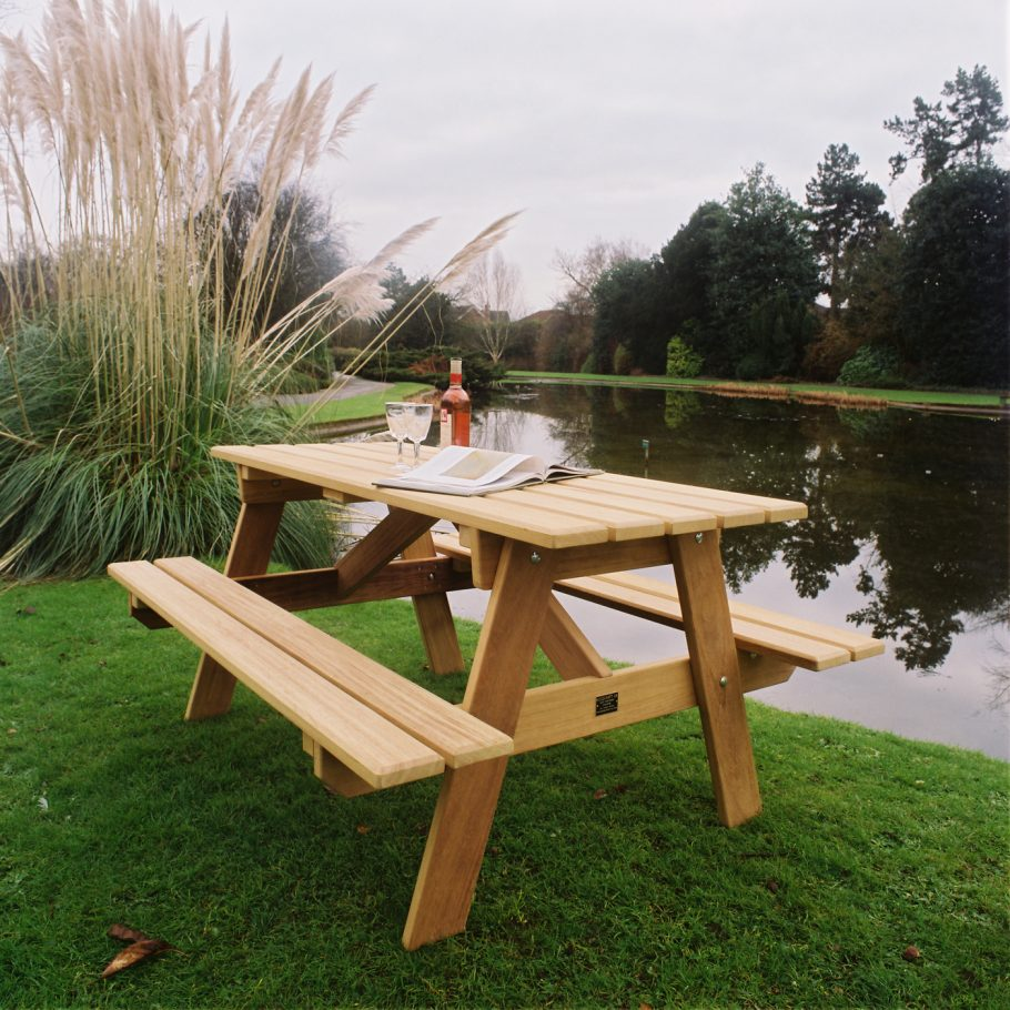 A Driffield Picnic Suite by Woodcraft UK