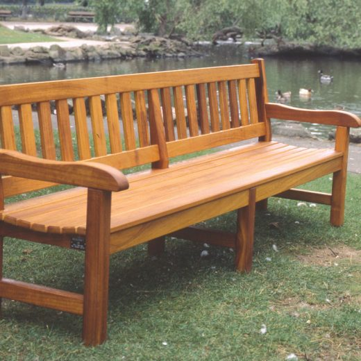 An 8 foot York bench with centre leg