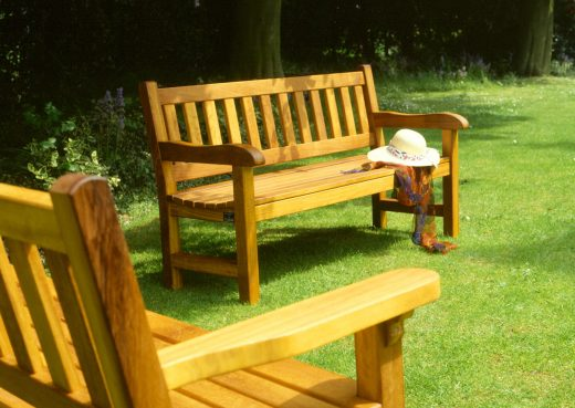 The York wooden bench with flat arms